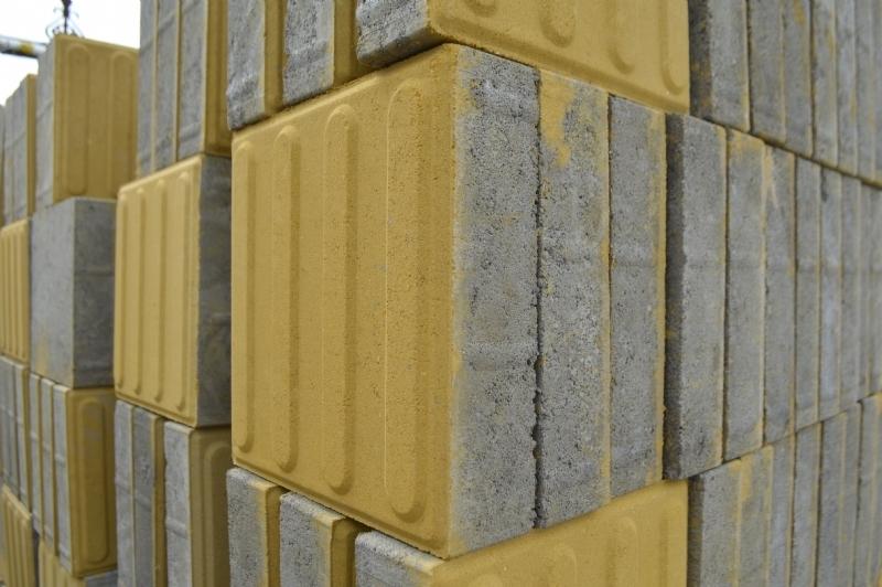 亚博国际顶级线上娱乐黄色盲道砖